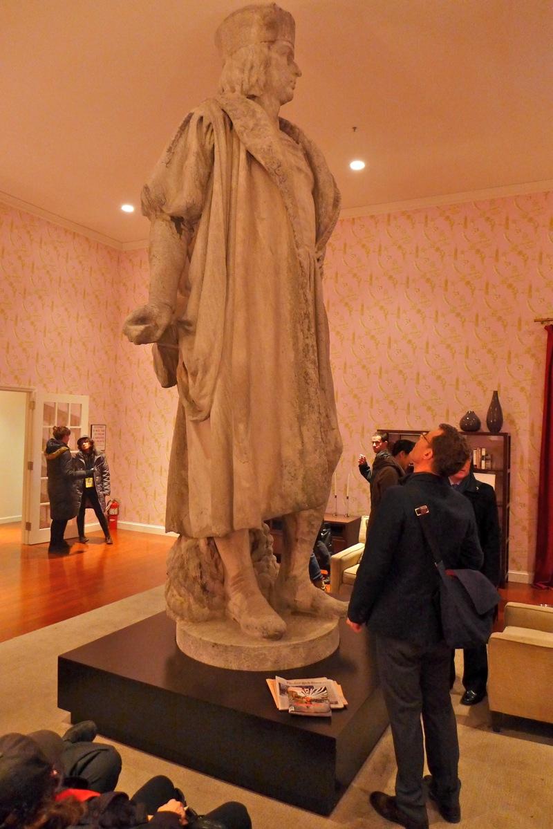 Discovering Columbus statue