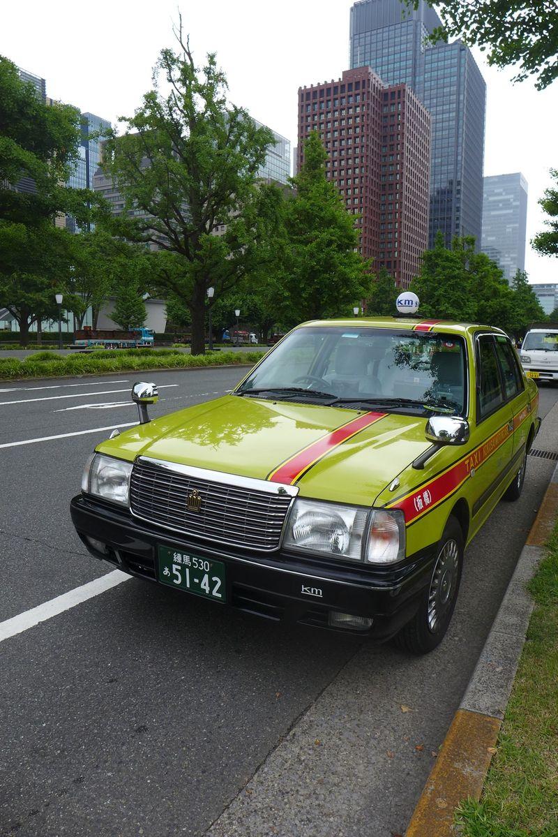 Yellow Tokyo taxi2