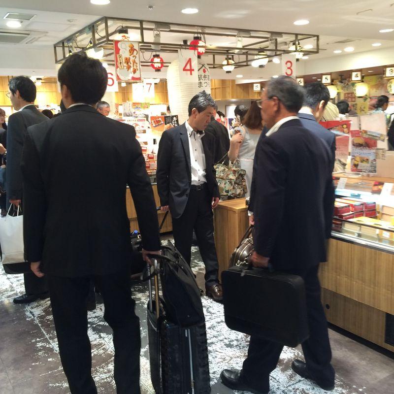 Buying bento boxes at Tokyo Station