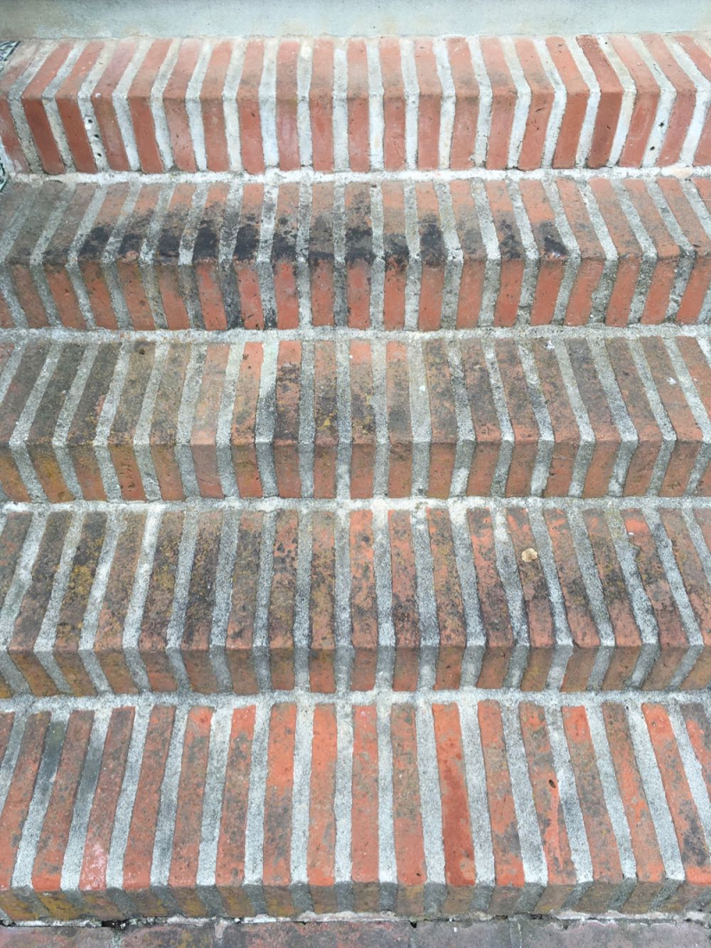 Casa del Herrero brick stairs