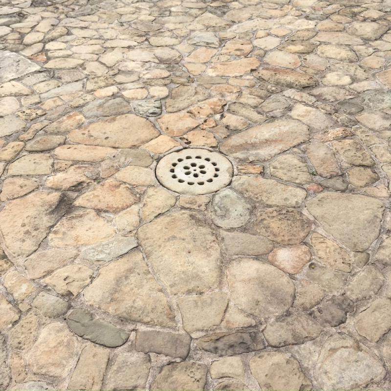 Casa del Herrero stone or cement drainplate