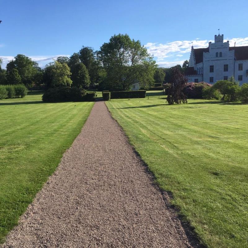 Wanas lawn path